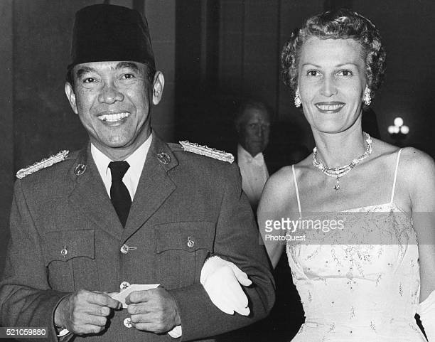 As they enter Hall of the Americas President of Indonesia Sukarno is escorted by Pat Nixon to a state dinner in the former's honor at the Pan...