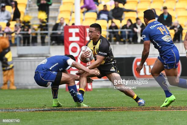 Asafo Aumua of Wellington runs into Josh Loane of Otago during the round seven Mitre 10 Cup match between Wellington and Otago on October 1 2017 in...