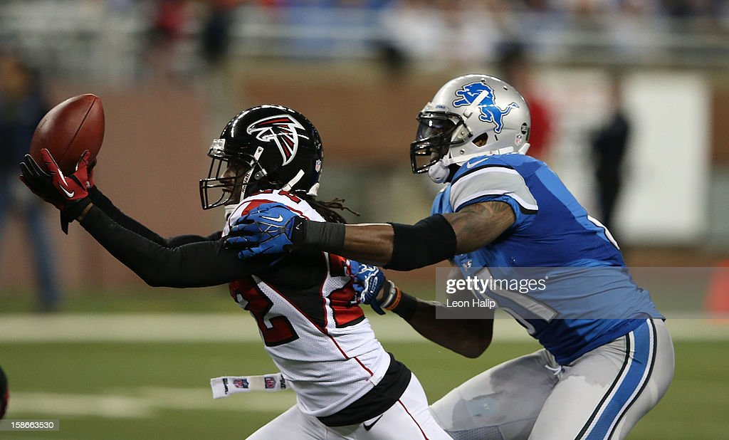 <a gi-track='captionPersonalityLinkClicked' href=/galleries/search?phrase=Asante+Samuel&family=editorial&specificpeople=194913 ng-click='$event.stopPropagation()'>Asante Samuel</a> #22 of the Atlanta Falcons interceps Matthew Stafford #9 of the Detroit Lions as <a gi-track='captionPersonalityLinkClicked' href=/galleries/search?phrase=Calvin+Johnson+-+American+Football+Player&family=editorial&specificpeople=2253942 ng-click='$event.stopPropagation()'>Calvin Johnson</a> #81 makes the stop during the fourth quarter at Ford Field on December 22, 2012 in Detroit, Michigan. The Falcons defeated the Lions 31-18.
