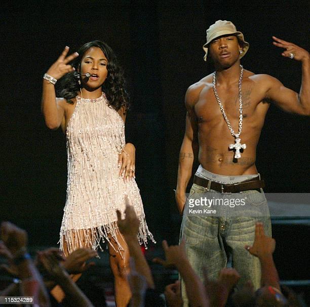 Ashanti and Ja Rule perform at the 2002 MTV Video Music Awards