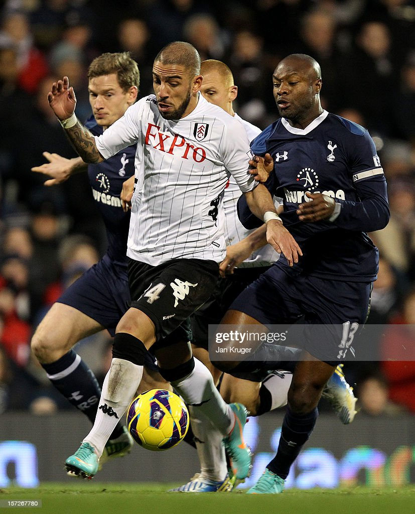 <a gi-track='captionPersonalityLinkClicked' href=/galleries/search?phrase=Ashkan+Dejagah&family=editorial&specificpeople=4024305 ng-click='$event.stopPropagation()'>Ashkan Dejagah</a> of Fulham battles with William Gallas (R) and Jan Vertonghen of Tottenham during the Barclays Premier League match between Fulham and Tottenham Hotspur at Craven Cottage on December 1, 2012 in London, England.
