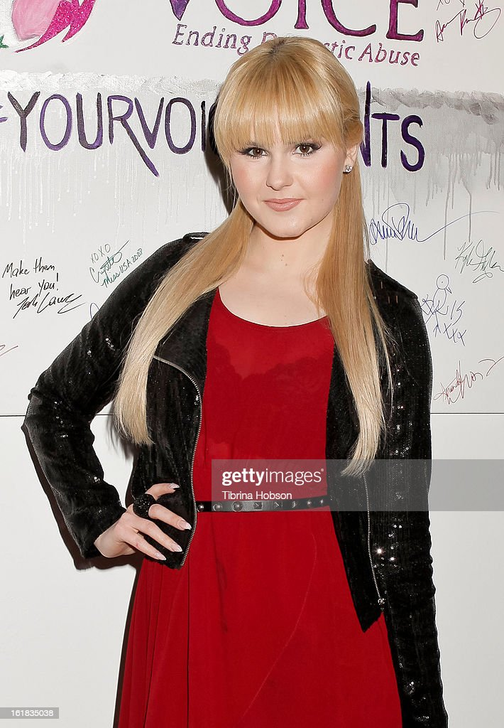 Ashlee Keating attends Linda's Voice joining with 'The Vagina Monologues' One Billion Rising Campaign at Voice's Unsilenced Live Art Auction at LAB ART on February 16, 2013 in Los Angeles, California.