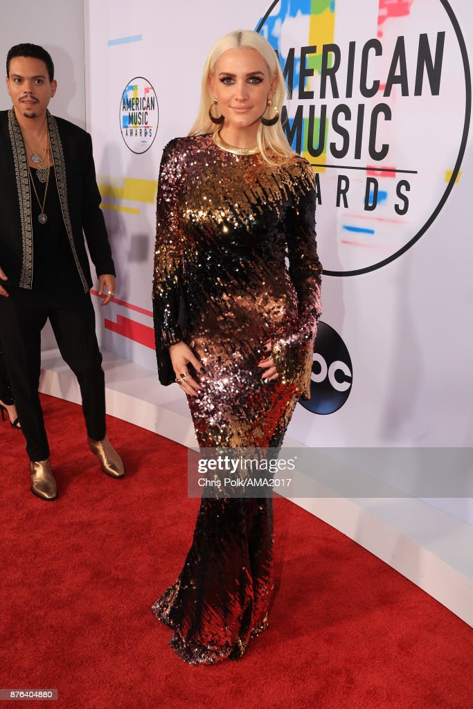 Ashlee Simpson attends the 2017 American Music Awards at Microsoft Theater on November 19, 2017 in Los Angeles, California.