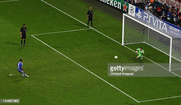 Ashley Cole of Chelsea shoots past Manuel Neuer of FC Bayern Muenchen to score a penalty in the shoot out during UEFA Champions League Final between...