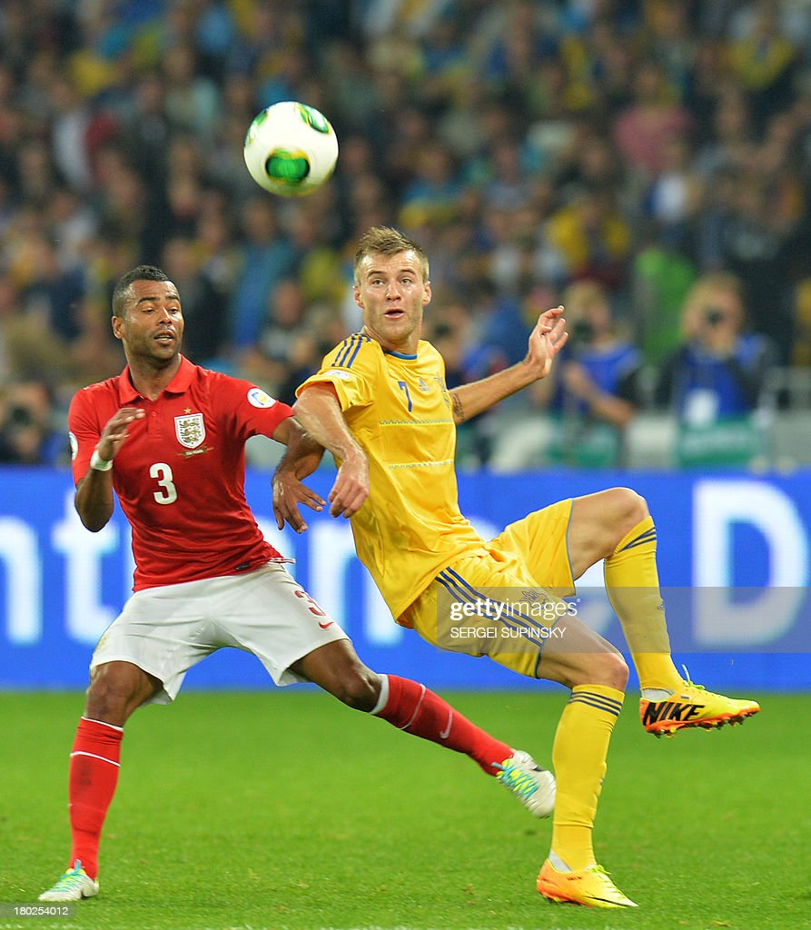 Ashley Cole (L) of England fights for a ball with Andriy Yarmolenko (R) of Ukraine during their Brazil 2014 FIFA World Cup qualifiers, Group H, football match in Kiev on September 10, 2013. AFP PHOTO/ SERGEI SUPINSKY