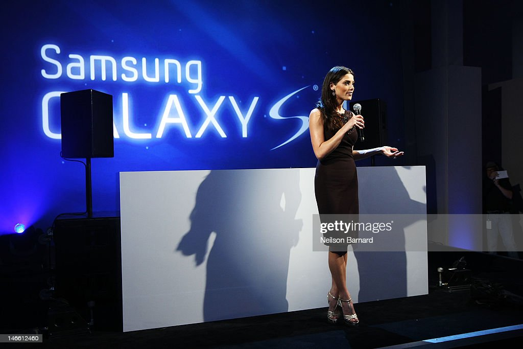<a gi-track='captionPersonalityLinkClicked' href=/galleries/search?phrase=Ashley+Greene&family=editorial&specificpeople=781552 ng-click='$event.stopPropagation()'>Ashley Greene</a> hosts the Samsung Galaxy S III Launch at Skylight Studios on June 20, 2012 in New York City.