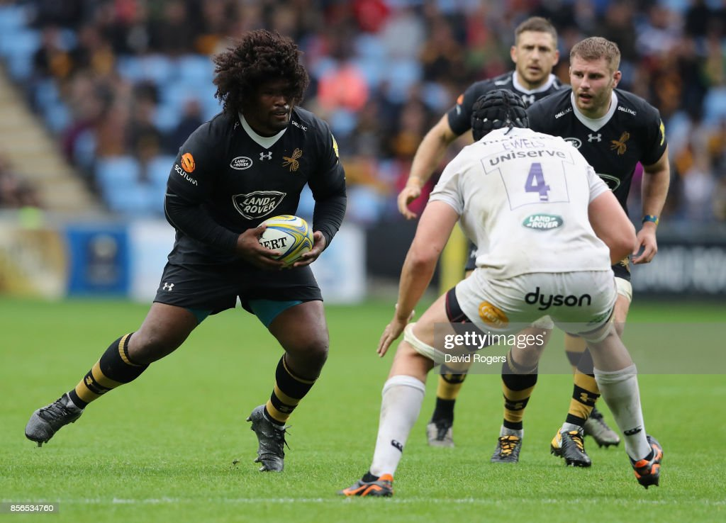 Ashley Johnson of Wasps runs with the ball during the Aviva Premiership match between Wasps and Bath Rugby at The Ricoh Arena on October 1, 2017 in Coventry, England.