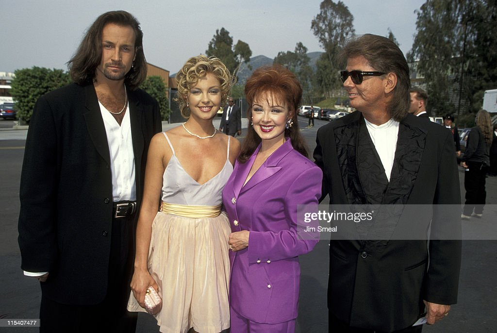 <a gi-track='captionPersonalityLinkClicked' href=/galleries/search?phrase=Ashley+Judd&family=editorial&specificpeople=171188 ng-click='$event.stopPropagation()'>Ashley Judd</a> and Date and <a gi-track='captionPersonalityLinkClicked' href=/galleries/search?phrase=Naomi+Judd&family=editorial&specificpeople=206795 ng-click='$event.stopPropagation()'>Naomi Judd</a> and Husband Larry Stickland