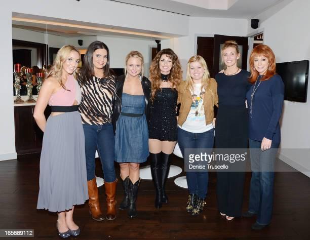 Ashley Monroe Angaleena Presley Miranda Lambert Kelly Clarkson Faith Hill and Reba McEntire join Shania Twain backstage after her performance SHANIA...