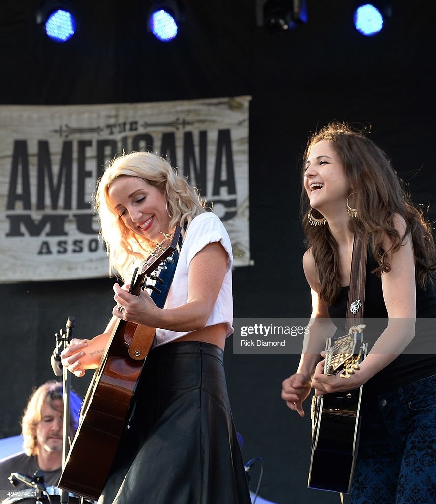 <a gi-track='captionPersonalityLinkClicked' href=/galleries/search?phrase=Ashley+Monroe&family=editorial&specificpeople=693558 ng-click='$event.stopPropagation()'>Ashley Monroe</a> is joined by Sarah Zimmermann of Striking Matches during Americana's Cross County Lines at The Park at Harlinsdale Farm on May 31, 2014 in Franklin, Tennessee.