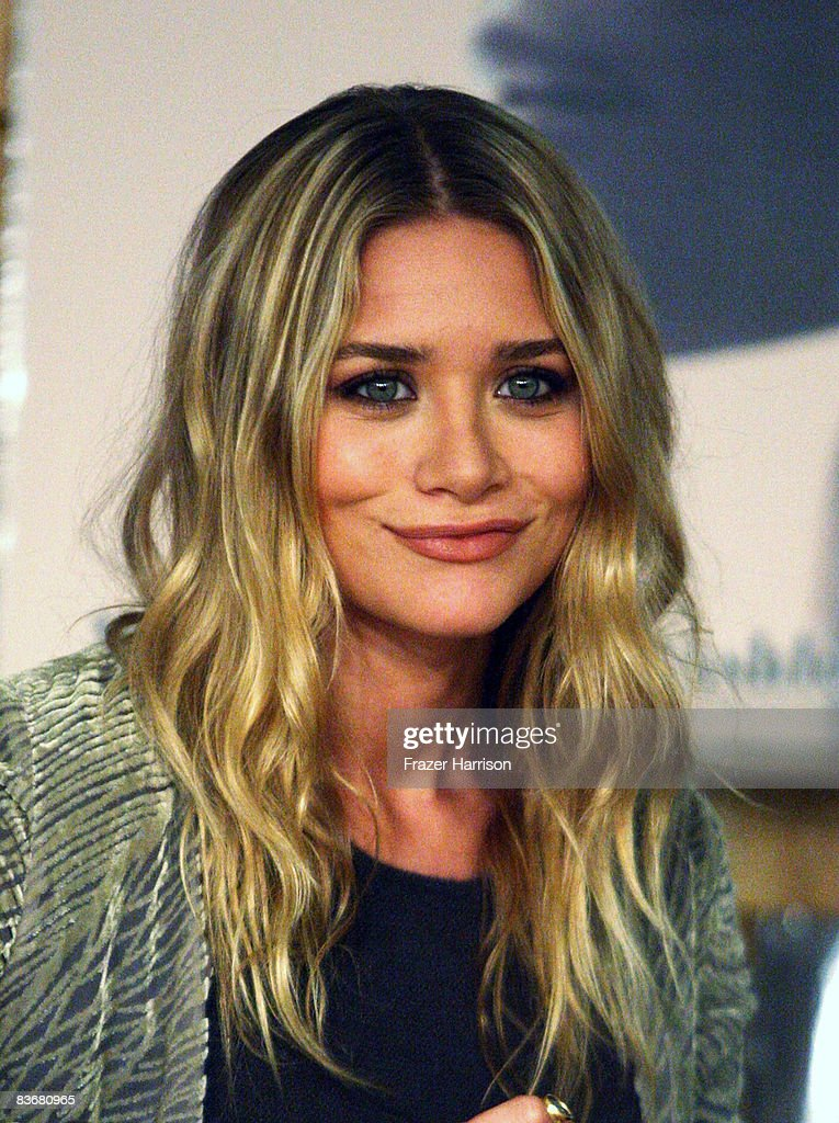 Ashley Olsen who attended a book signing session for 'Influence' on Novenber 12, 2008 at Borders books store in Westwood, California.