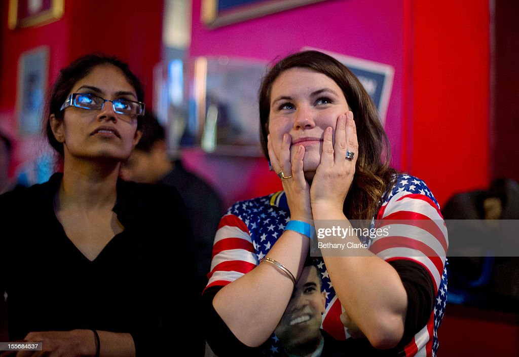 Ashley Thomas from Colorado watches coverage of the U.S. Presidential Elections on on November 6, 2012 in London, England. U.S. President Barack Obama and Republican presidential candidate Mitt Romney are in a virtual tie in the national polls.