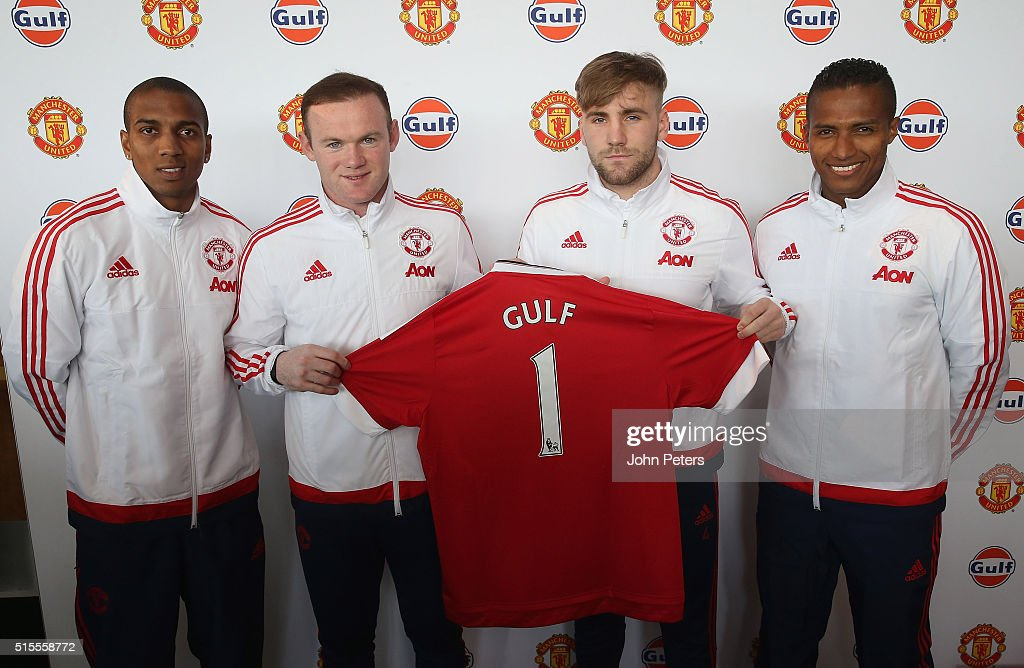 Hilo del Manchester United Ashley-young-wayne-rooney-luke-shaw-and-antonio-valencia-of-united-picture-id515558772