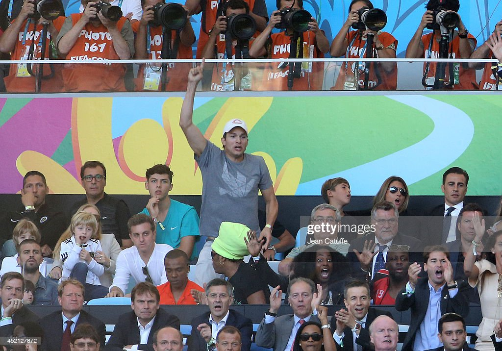 <a gi-track='captionPersonalityLinkClicked' href=/galleries/search?phrase=Ashton+Kutcher&family=editorial&specificpeople=202015 ng-click='$event.stopPropagation()'>Ashton Kutcher</a> attends the 2014 FIFA World Cup Brazil Final match between Germany and Argentina at Estadio Maracana on July 13, 2014 in Rio de Janeiro, Brazil.