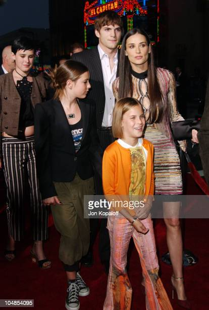 Ashton Kutcher Demi Moore and kids during Premiere of 'Charlie's Angels Full Throttle' at Grauman's Chinese Theatre in Hollywood California United...
