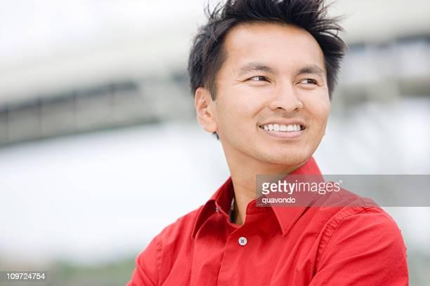 Portrait en plein air Homme d'affaires asiatique, espace de copie