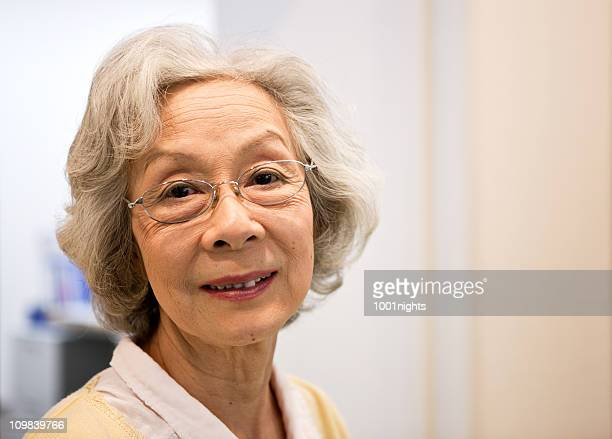 Asiatische Ältere Frau