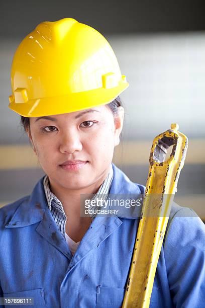 Asiático Trabalhador de Fábrica