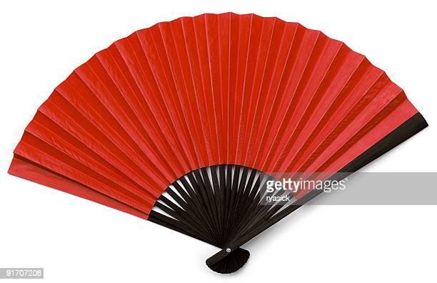 Asiatica ventola con legno nero e rosso, isolato su bianco