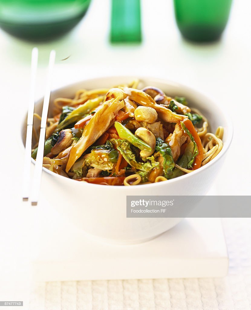 Asian pan-cooked chicken and vegetables with peanuts in bowl : Stock Photo