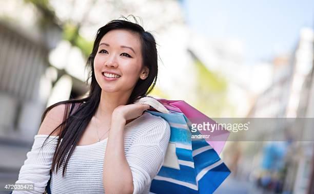 アジアのショッピングの女性
