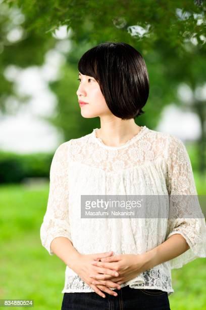 Retrato de mujer asiática en fresco