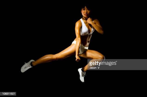 アジア女性の練習武術
