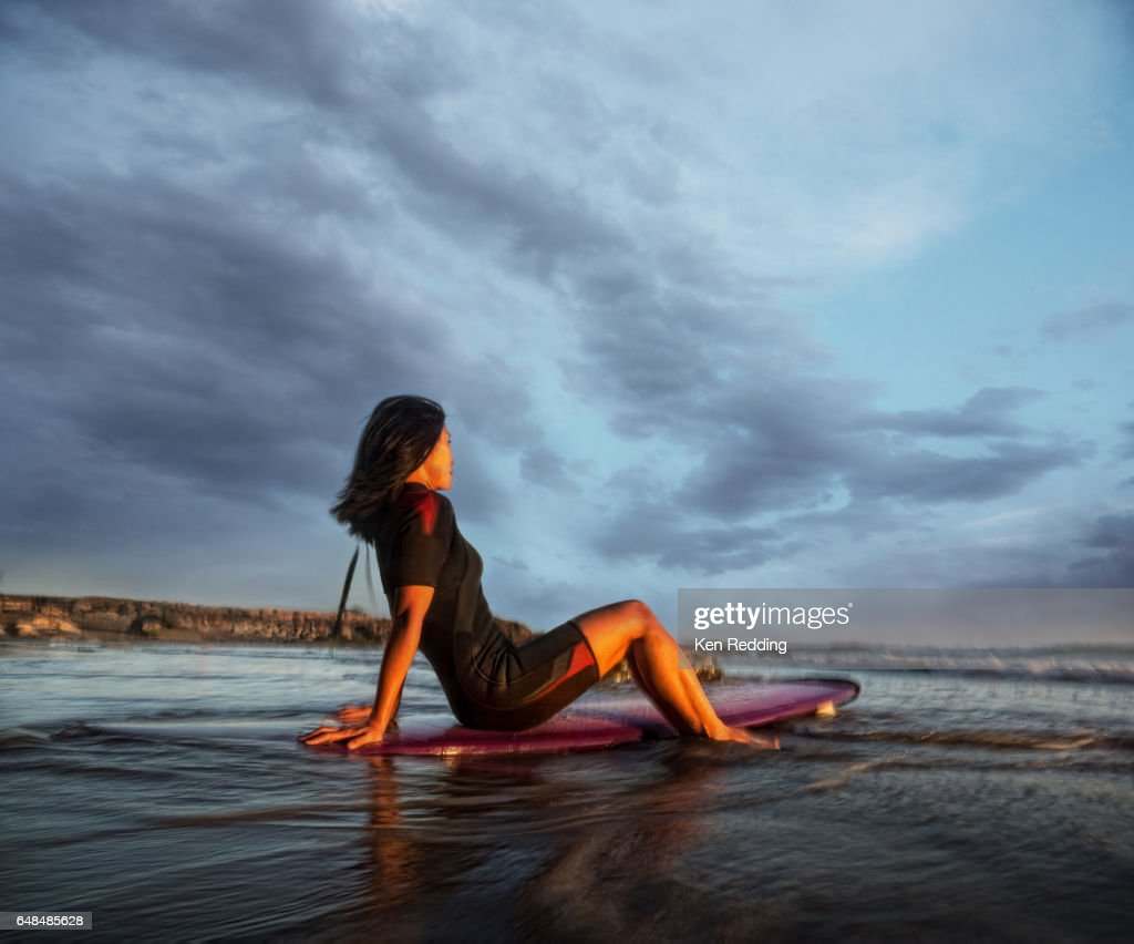 Asian Woman with Surfboard : Stock-Foto