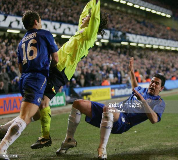 Asier Del Horno of Chelsea brings down Lionel Messi of Barcelona and is sent off during the UEFA Champions League Round of 16 First Leg match between...