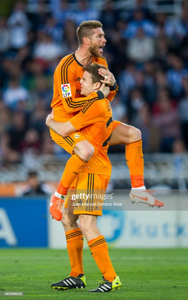 <a gi-track='captionPersonalityLinkClicked' href=/galleries/search?phrase=Asier+Illarramendi&family=editorial&specificpeople=9625979 ng-click='$event.stopPropagation()'>Asier Illarramendi</a> (R) of Real Madrid celebrates after scoring during the La Liga match between Real Sociedad and Real Madrid CF at Estadio Anoeta on April 5, 2014 in San Sebastian, Spain.