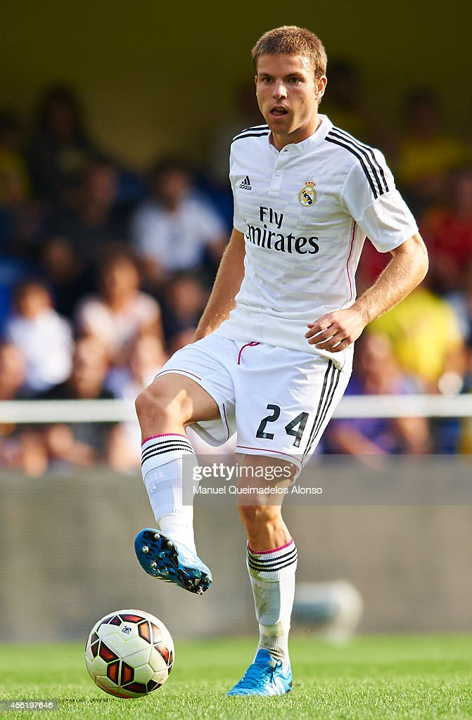 <a gi-track='captionPersonalityLinkClicked' href=/galleries/search?phrase=Asier+Illarramendi&family=editorial&specificpeople=9625979 ng-click='$event.stopPropagation()'>Asier Illarramendi</a> of Real Madrid in action during the La Liga match between Villarreal CF and Real Madrid at El Madrigal on September 27, 2014 in Villarreal, Spain.