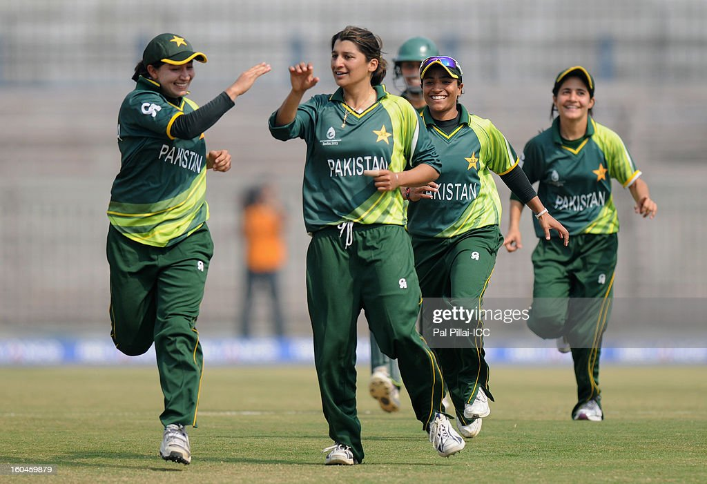 Asmavia Iqbal of Pakistan celebrates the wicket of Jodie Fields of Australia with teammates during the second match of ICC Womens World Cup between Australia and Pakistan, played at the Barabati stadium on February 1, 2013 in Cuttack, India.
