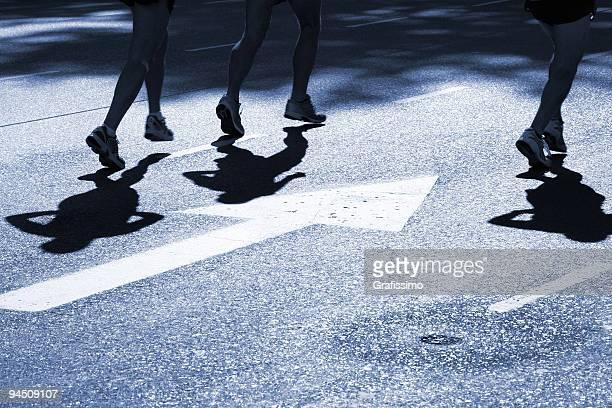 Asphalt Schatten von drei Läufer marathon