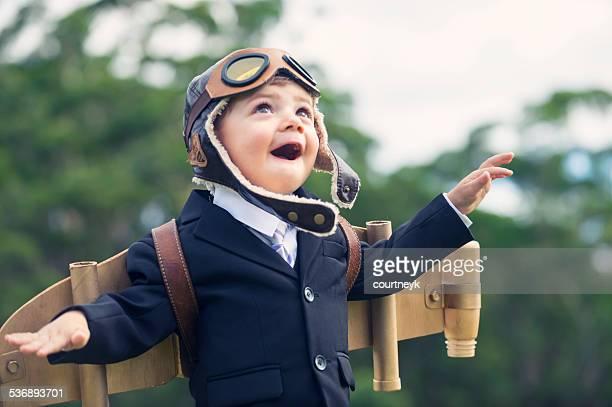 Bestreben, innovation business-Konzept.   Junge Kind trägt sich ganz wie zu Hause fühlen.