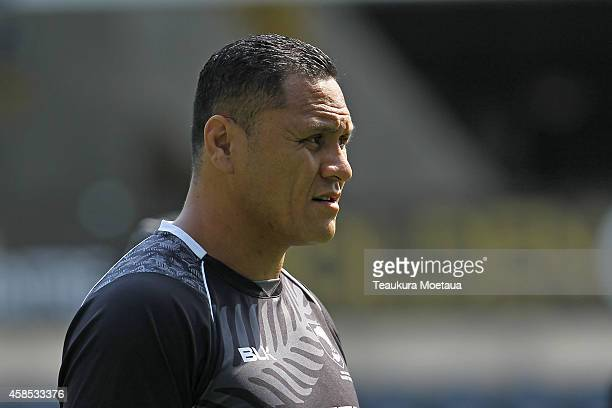 Assistant Coach David Kidwell looks on during a New Zealand Kiwis training session at Forsyth Barr Stadium on November 7 2014 in Dunedin New Zealand