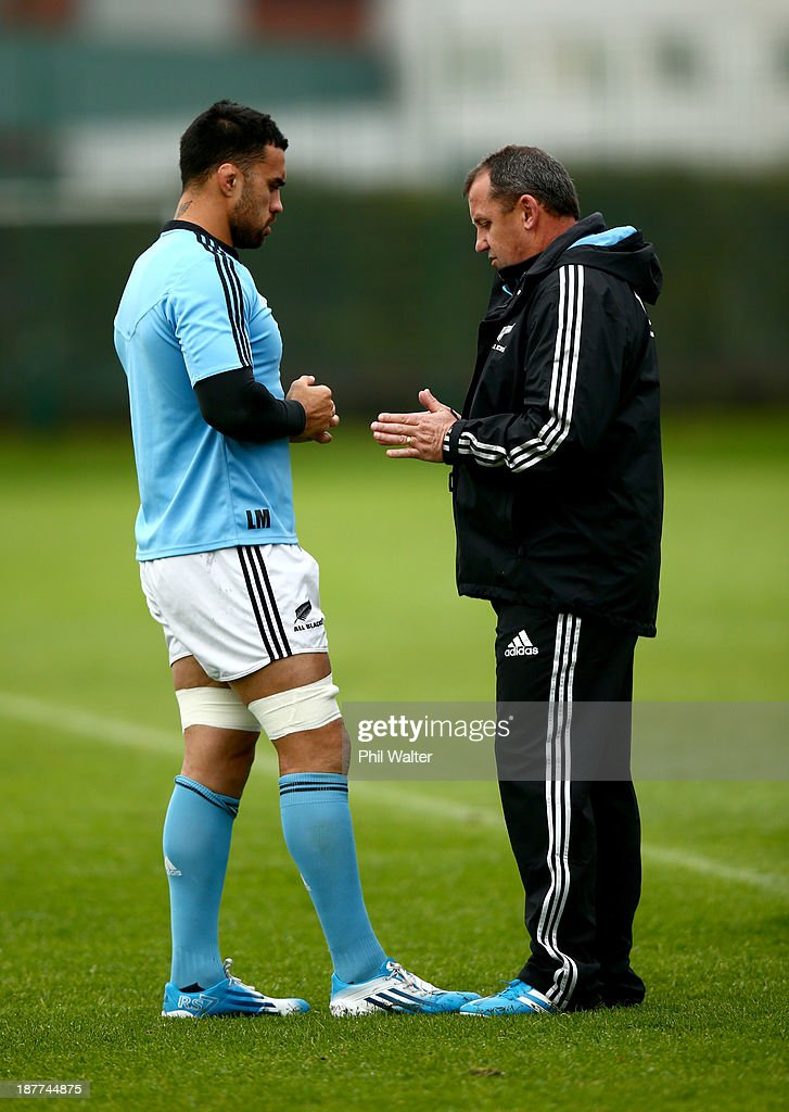 Assistant coach Ian Foster (R) talks with <a gi-track='captionPersonalityLinkClicked' href=/galleries/search?phrase=Liam+Messam&family=editorial&specificpeople=601526 ng-click='$event.stopPropagation()'>Liam Messam</a> (L) of the All Blacks during a New Zealand All Blacks training session at Latymers Upper School on November 12, 2013 in London, England.