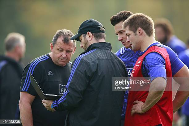 Assistant coach Ian Foster with Alistair Rogers view footage with Sonny Bill Williams and Richie McCaw during a New Zealand All Blacks training...