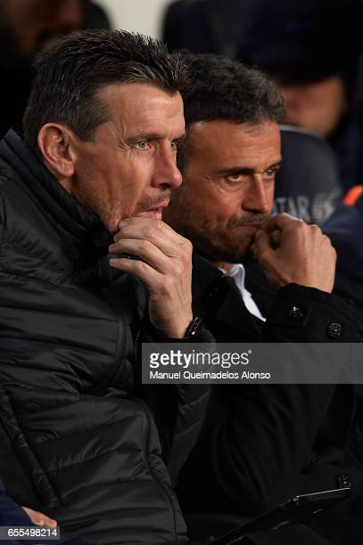 Assistant Coach Juan Carlos Unzue talks with Luis Enrique Manager of FC Barcelona prior to the La Liga match between FC Barcelona and Valencia CF at...