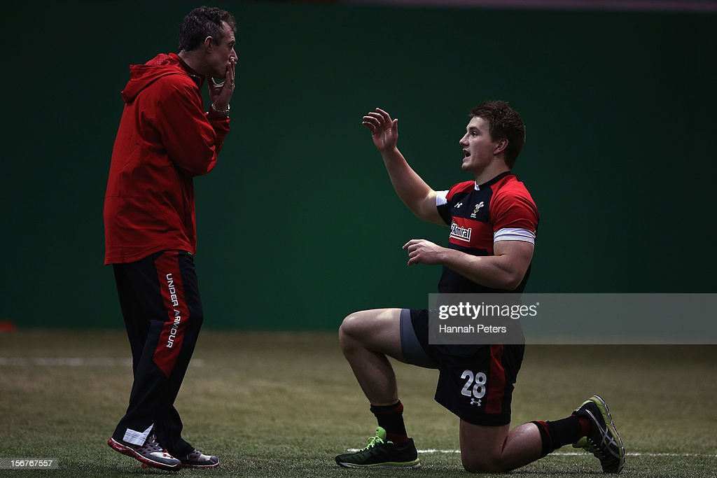 Assistant coach <a gi-track='captionPersonalityLinkClicked' href=/galleries/search?phrase=Rob+Howley&family=editorial&specificpeople=215419 ng-click='$event.stopPropagation()'>Rob Howley</a> talks to Jonathan James Vaughan Davies of Wales during a training session at the Vale resort on November 20, 2012 in Cardiff, Wales.