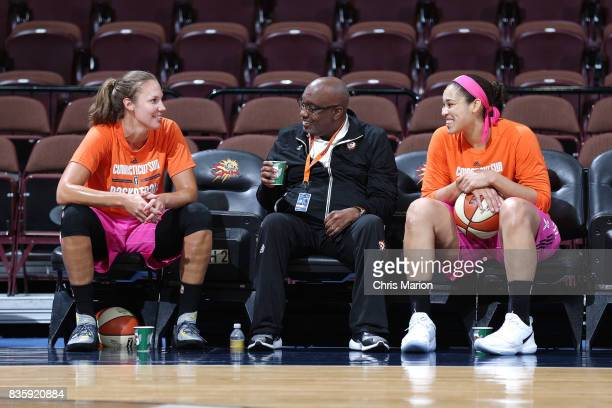 Assistant coach Steve Smith speaks with Kayla Pedersen and Brionna Jones of the Connecticut Sun before the game against the Phoenix Mercury on August...