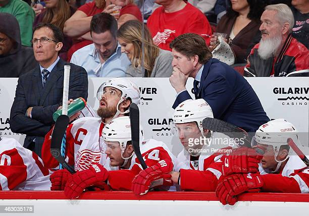 Assistant coach Tony Granato and head coach Mike Babcock of the Detroit Red Wings on the bench during the NHL game against the Arizona Coyotes at...