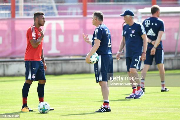 Assistant coach Willy Sagnol talks to Corentin Tolisso of FC Bayern Muenchen during a training session at Saebener Strasse training ground on July 10...