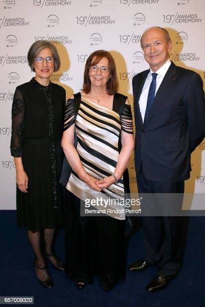Assistant DirectorGeneral for Natural Sciences Doctor Flavia Schlegl Laureate for Latin America Professor Maria Teresa Ruiz and Chairman Chief...