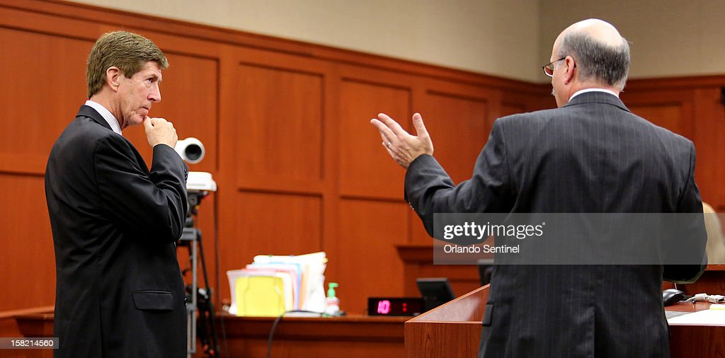 Assistant state attorney Bernie de la Rionda, right, makes a point to George Zimmerman's defense attorney, Mark O'Mara at the Seminole County courthouse during a hearing, Tuesday, December 11, 2012, in Sanford, Florida.