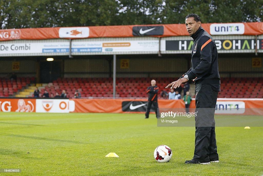 Assistant trainer Henk Fraser of Holland U21 during 2015 UEFA European U21 Championships Qualifier match between the Netherlands U21 and Austria U21 at the Adelaarshorst on Oktober 14, 2013 in Deventer, The Netherlands