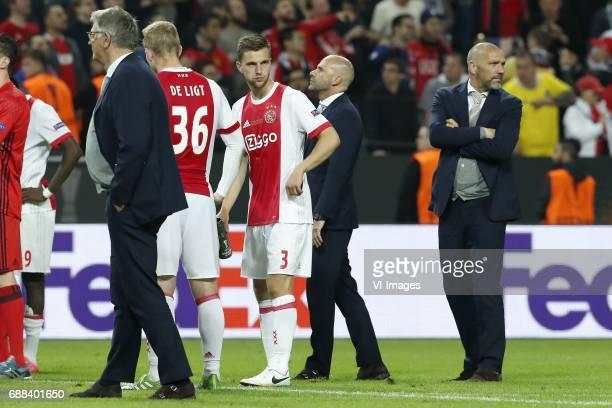 assistant trainer Hennie Spijkerman of Ajax Matthijs de Ligt of Ajax Joel Veltman of Ajax coach Peter Bosz of Ajax assistant trainer Hendrie Kruzen...