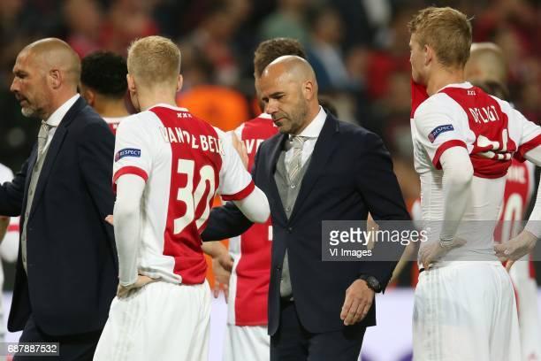 assistant trainer Henry Kruzen of Ajax Donny van de Beek of Ajax coach Peter Bosz of Ajax Matthijs de Ligt of Ajaxduring the UEFA Europa League final...