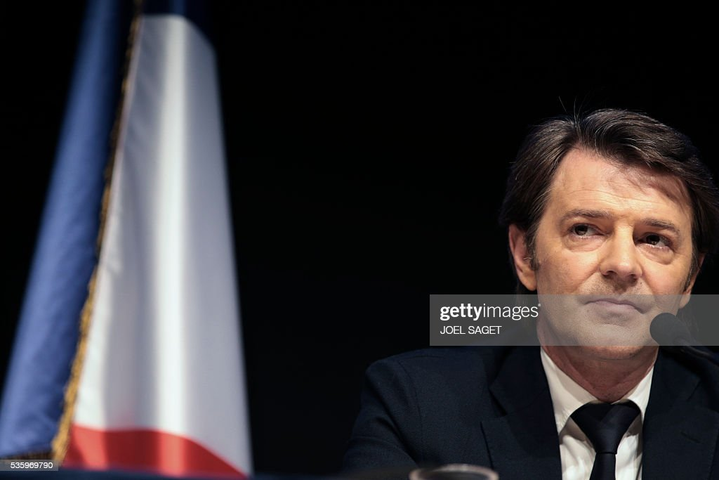 Association of the Mayors of France (AMF) president and Troyes mayor Francois Baroin speaks on May 31, 201 at the Parc des expositions in Paris during the opening of the 99th France's Mayors congress. / AFP / JOEL