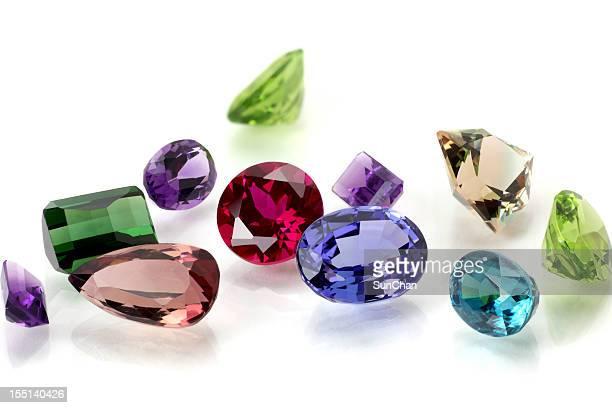Un assortiment de pierres précieuses