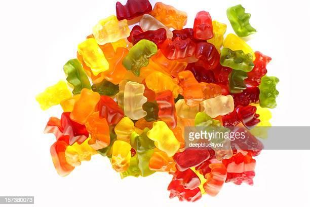 Reihe von bunten fruchtigen Gummy Bären, isoliert auf weißem Hintergrund